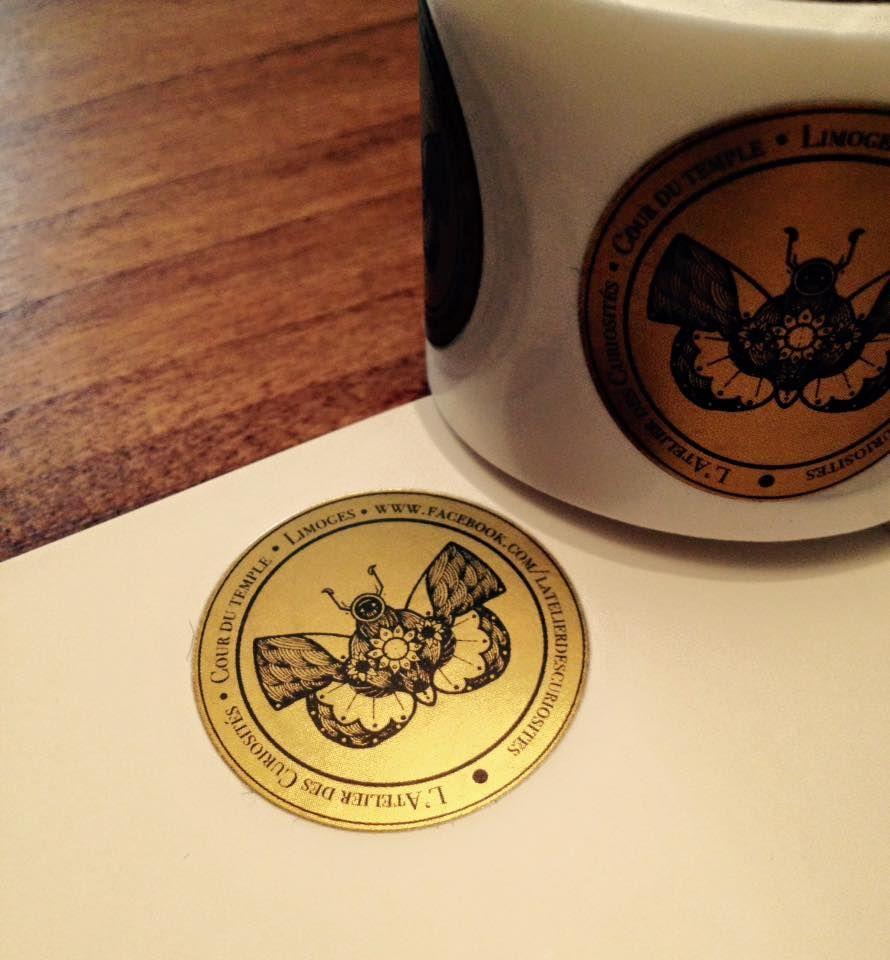 Étiquettes dorées pour l'Atelier des Curiosités.   #papillon #étiquette #doré #cabinetdecuriosité #latelierdescuriosités