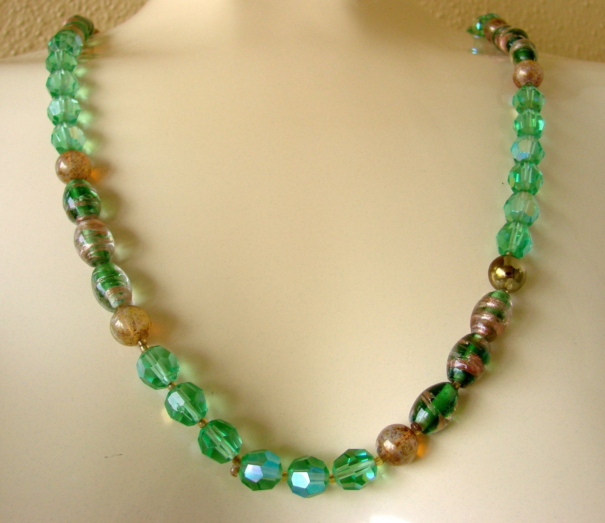 Vintage Green Crystal Art Glass Bead Necklace * Gold Art