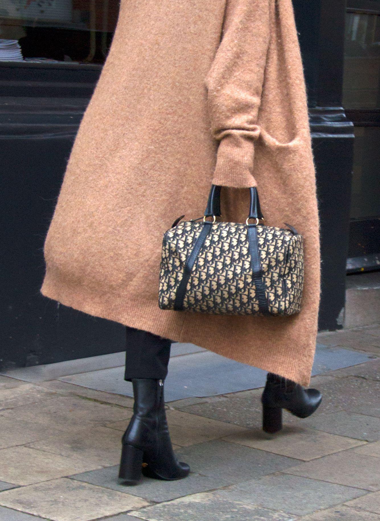 c907997905a Christian Dior monogram Boston bag! Streetstyle à la Labellov ...