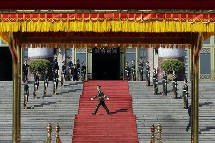 """China. El primer ministro Li Keqiang y su homólogo indio Mahmohan Singh han firmado un acuerdo """"para la defensa de una frontera común"""", después de que a principios de año aumentaran las tensiones entre ambos países por los territorios del Himalaya."""