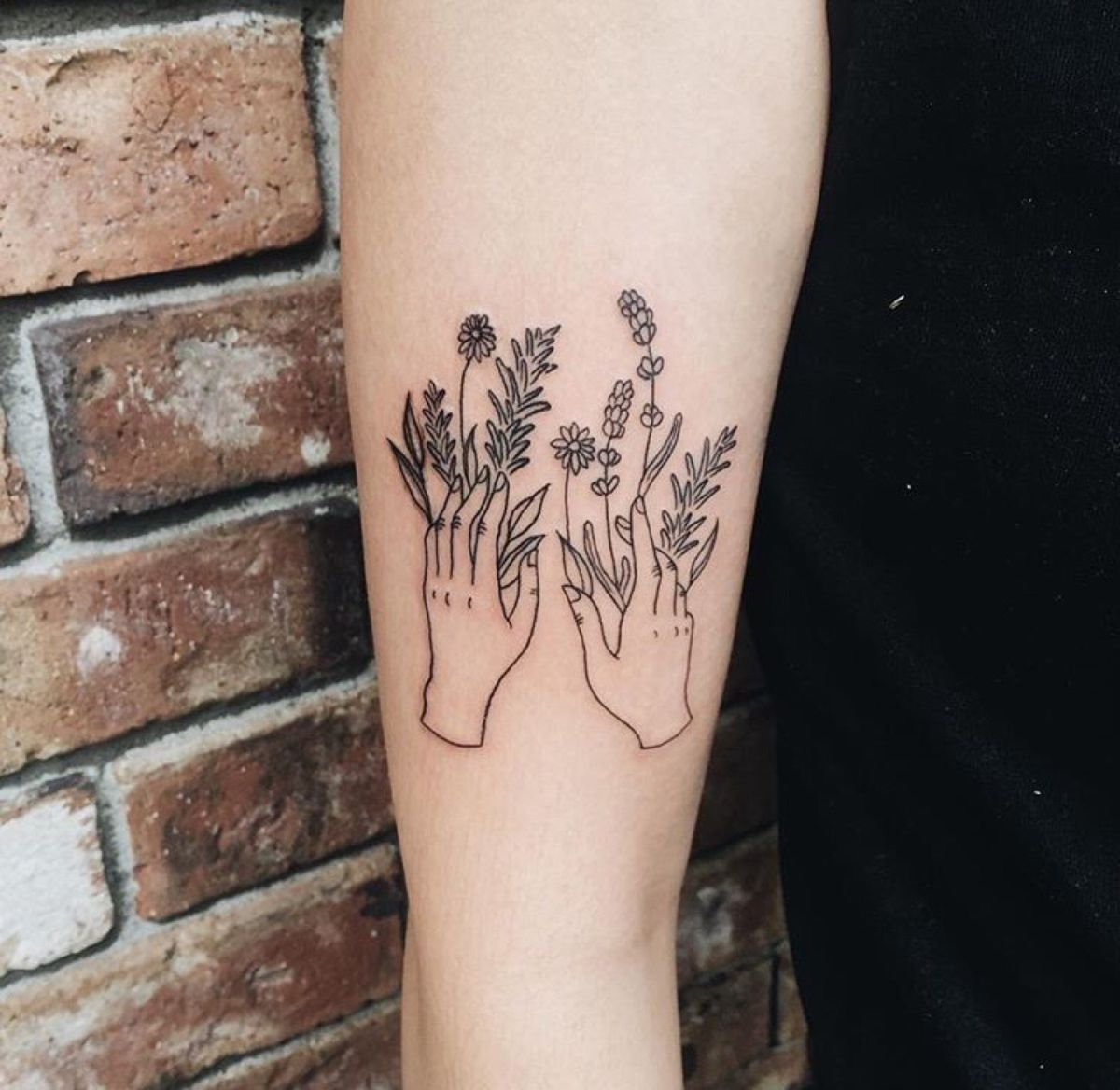 Hand With Flowers Line Minimalist Tattoo Tattoos Body Art Tattoos Minimalist Tattoo