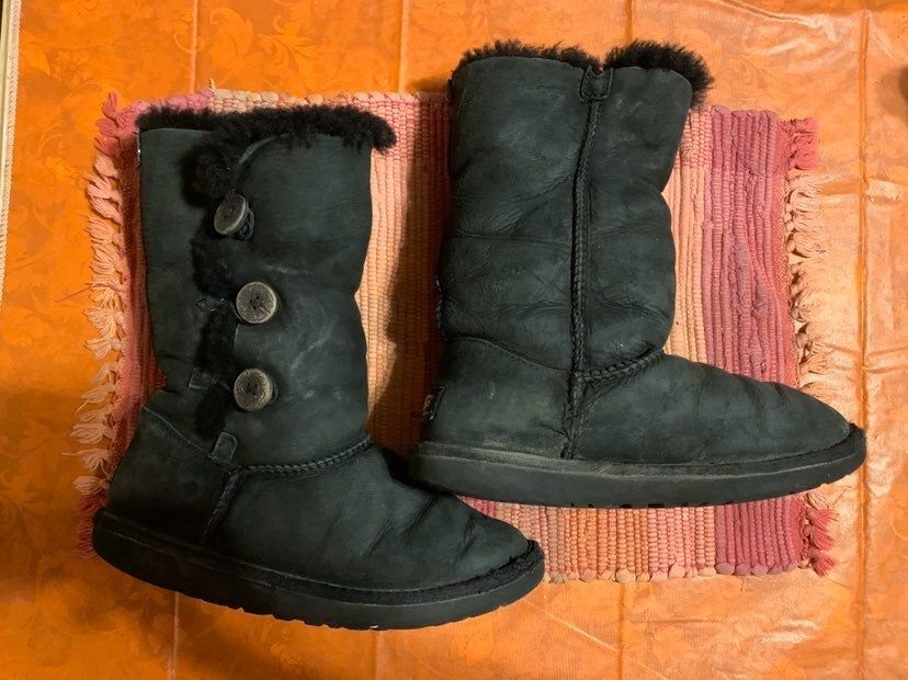 Ugg bailey bow tall Gray boots New with box. Size 6Y that