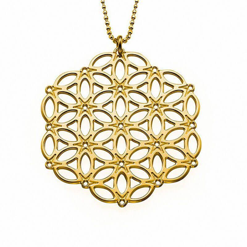 Collar de Plata con baño de Oro de 18K Mandala modelo Kenza. Collar de Plata 925 con baño de Oro de 18K con un colgante Mandala que es un símbolo de espitualidad en el Hinduismo y Budismo. El símbolo Mandala está representado por una forma circular que contiene en su interior el Universo. (Ref.29131-02)