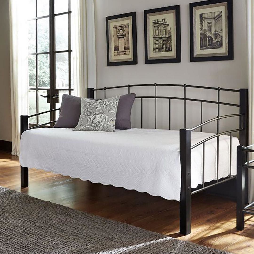 With its simple styling the Scottsdale Daybed with Link