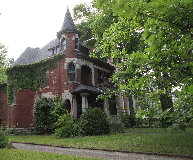 Two Homes In Historic Lexington Neighborhood Stand Neglected One Is Condemned Lexington The Neighbourhood Lexington Kentucky