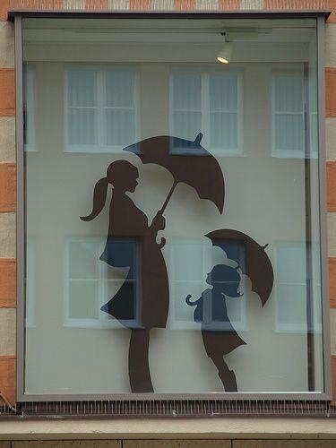 Mutter und kind mit regenschirm fensterbilder - Schaufenster dekorieren ideen ...