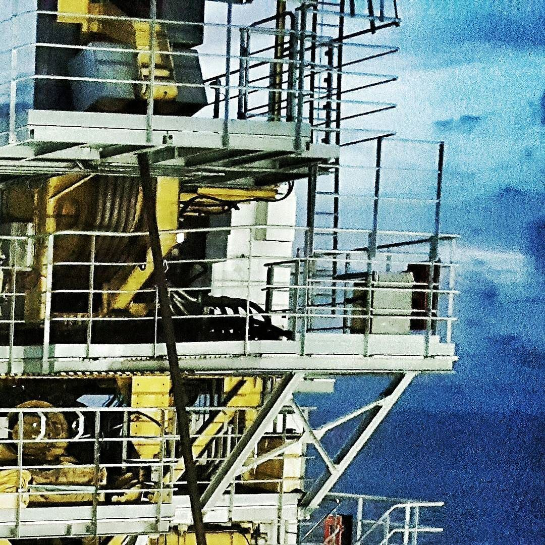 #construction #subsea #sailing #ocean #makassarstraits #indonesia #approachingdawn #beautifulsights #ilovemyjob #offshorelife #partofabiggerpicture by tommy_pips