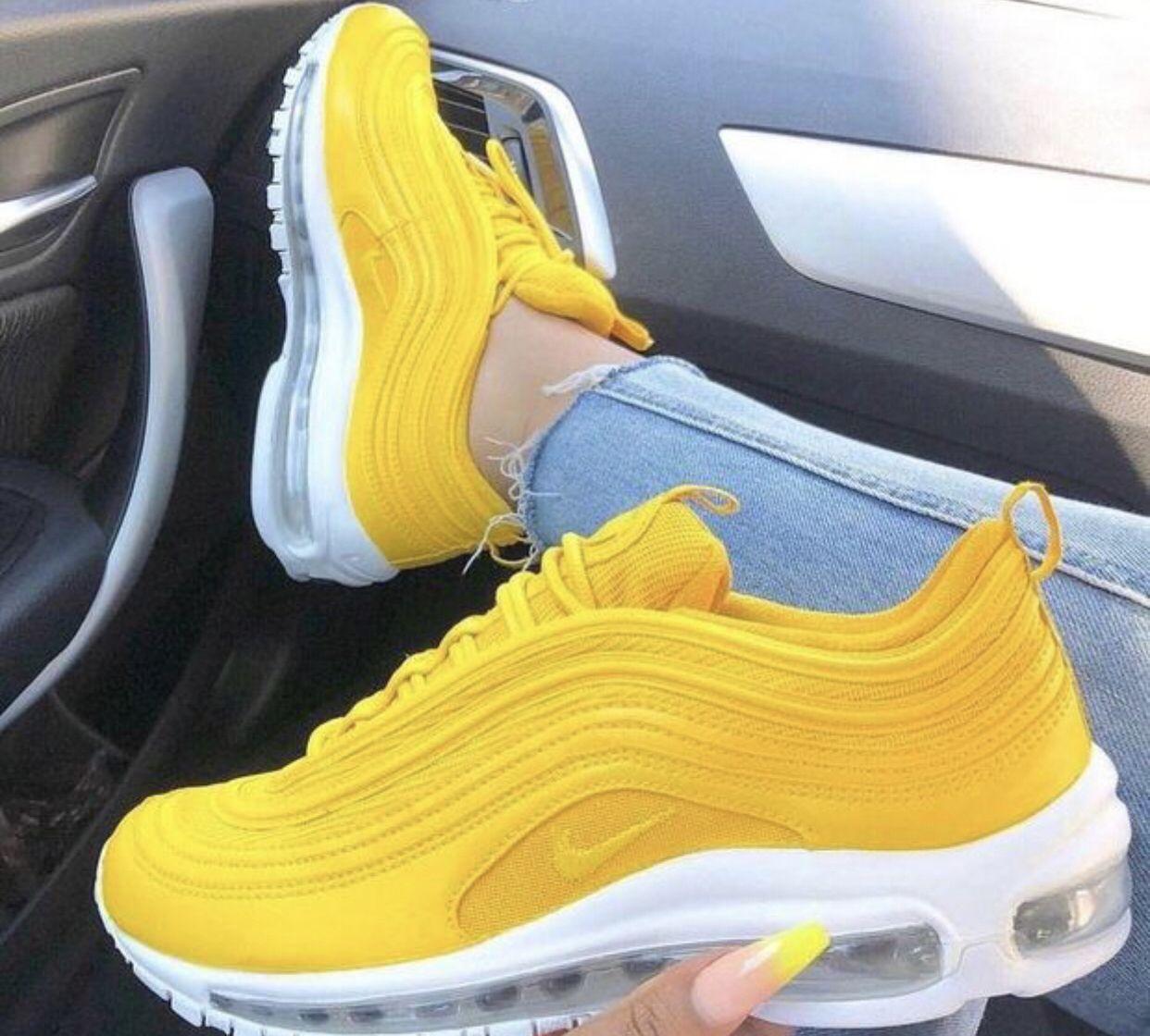 Stylish Yellow Sneakers   Nike shoes