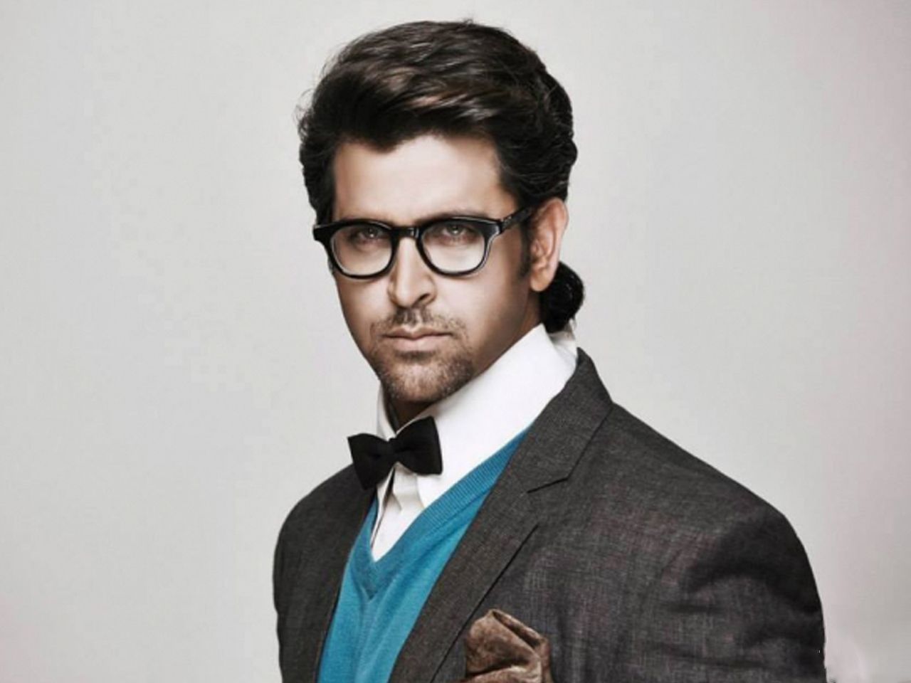 Hrithik Roshan Long Hairstyle Which Looks Great With A Cute Summer Dress If You Are Also Looking Something Di Bollywood Actors Actors Hrithik Roshan Hairstyle