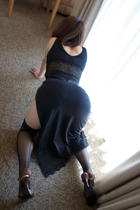 Momsonfuckhard Mom Is Always Ready And On Her Knees When Son Gets Home She Also Loves Flaunting That Big Phat Ass Which Belongs To Her Son