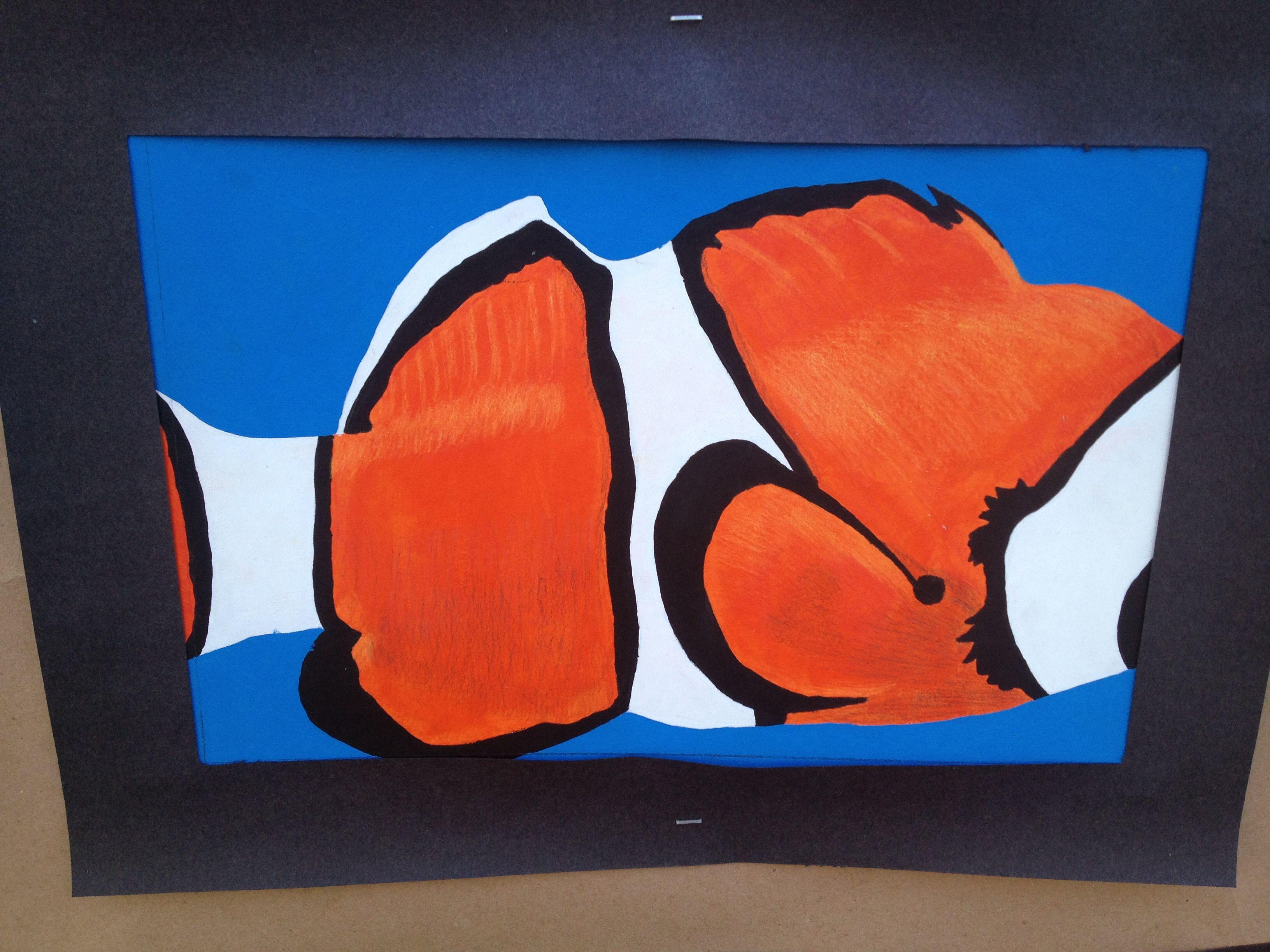 Pez Payaso | Dibujo realizado con la técnica de Acrílico y Prisma Color para mayor realismo. #DiseñoGráfico #Nemo #PrismaColor #Diseño #Ilustrador