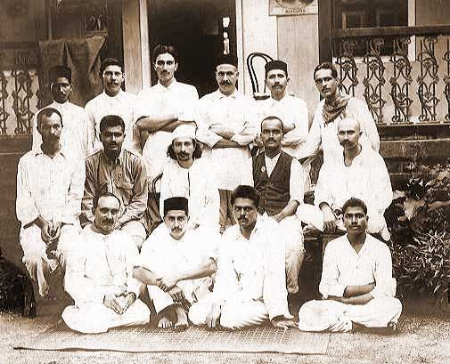 1922_Manzil_e_Meem_group                              Avatar Meher Baba with his early disciples