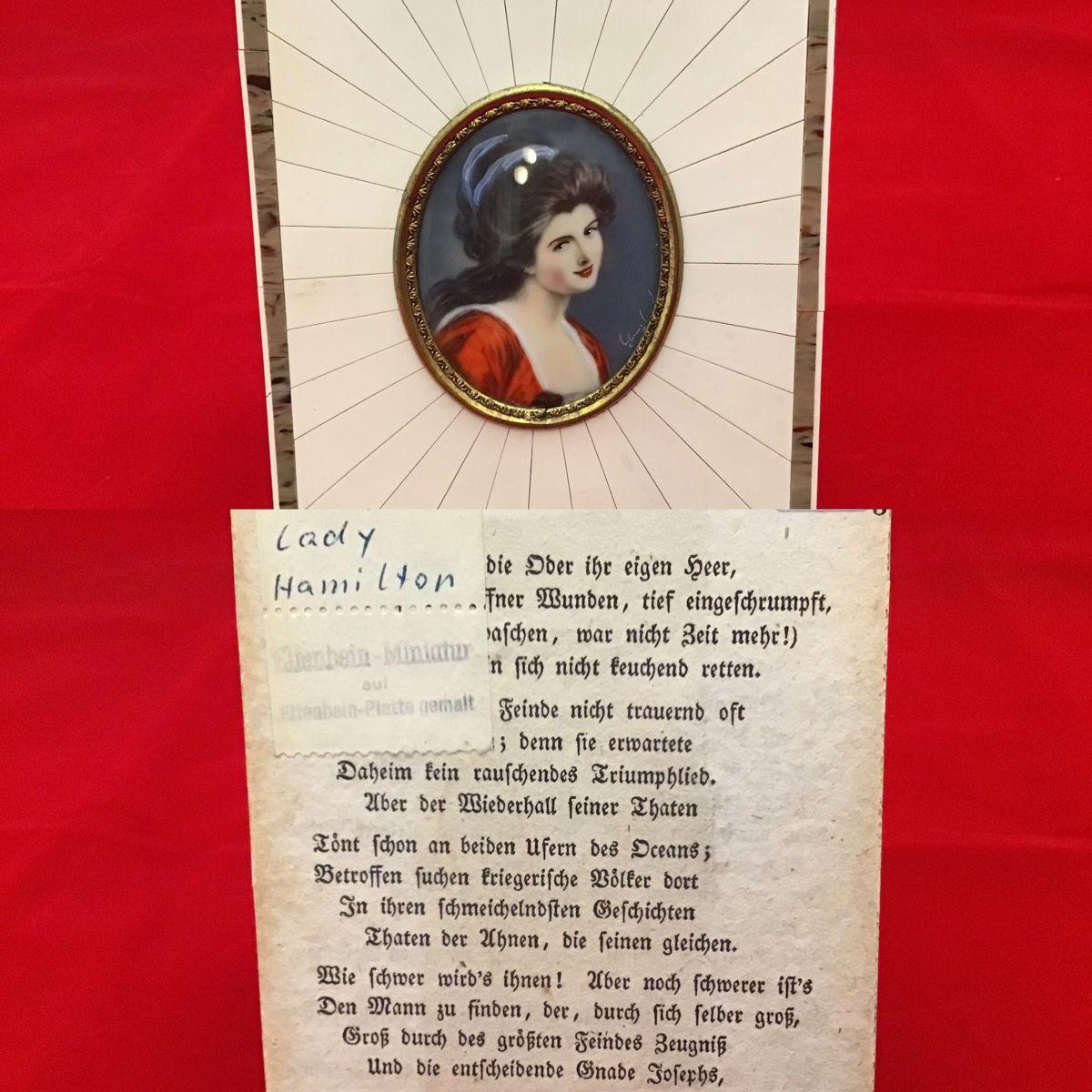 Ovalt miniature maleri. Portræt af Lady Hamilton. Med ramme i elfenben. Mål: 10,5 x 9 cm. (Solgt). #antik #antikviteter #maleri #kunst #retro #retroguld #retrostyle #porcelæn #ladyhamilton #porcelænsmaleri #boligindretning #boliginspiration  @ Antikhjørnet