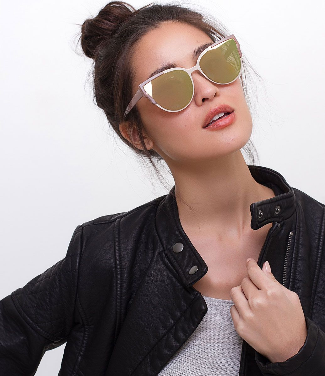 Óculos de sol feminino Modelo gateado Hastes em acetato Lentes fumê  Proteção contra raios UVA   44d773b543
