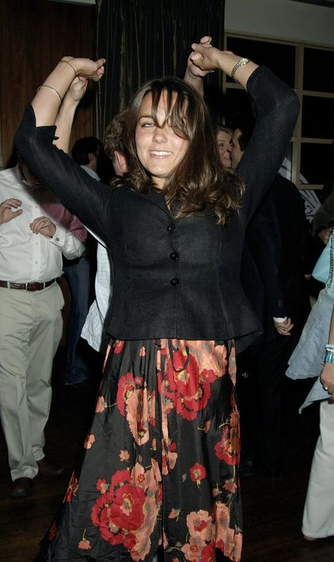 June 22 2006 Kate Middleton And Guy Pelly Dancing At The Wta Landrover Virgin Atlantic Party At Kensington Roof Gardens London Kate Middleton Kate Meghan Kate Middleton Style
