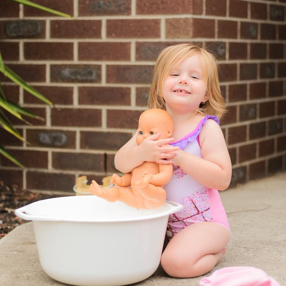 Elsa loves her Skrallan bath baby, some may say a little too much ...