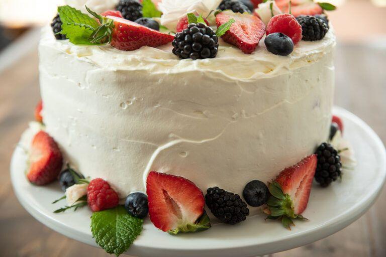 Easy berry chantilly cake mirlandras kitchen recipe