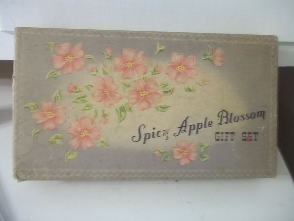 VINTAGE LANDER SPICY APPLE BLOSSOM GIFT SET PERFUME POWDER GIFT SET ESTATE FIND  | eBay