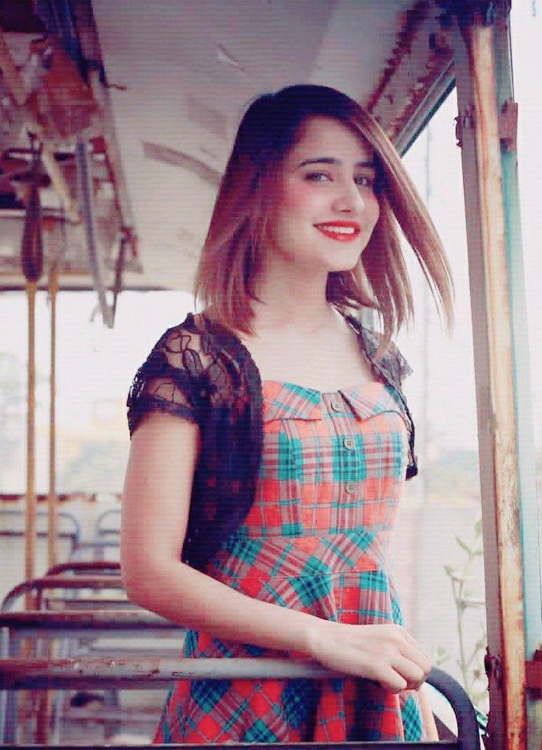 Pyari Saniya 😘 Stylish girl images, Short sleeve dresses