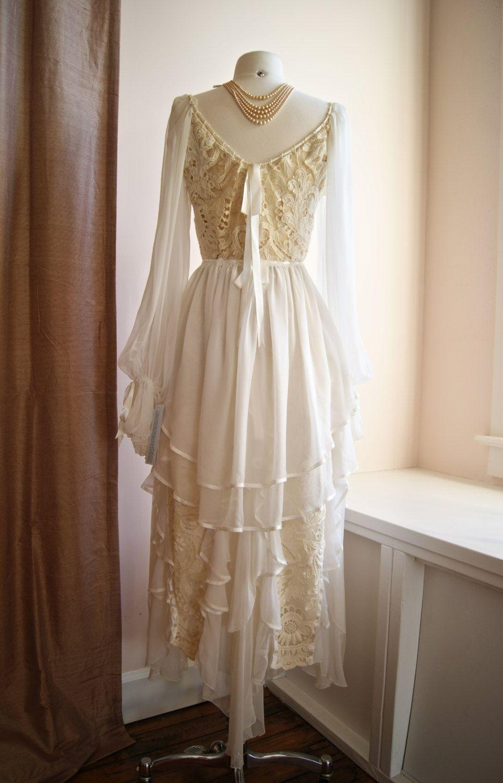 Vintage Lace Wedding Dress // 1970s Bohemian Wedding Dress