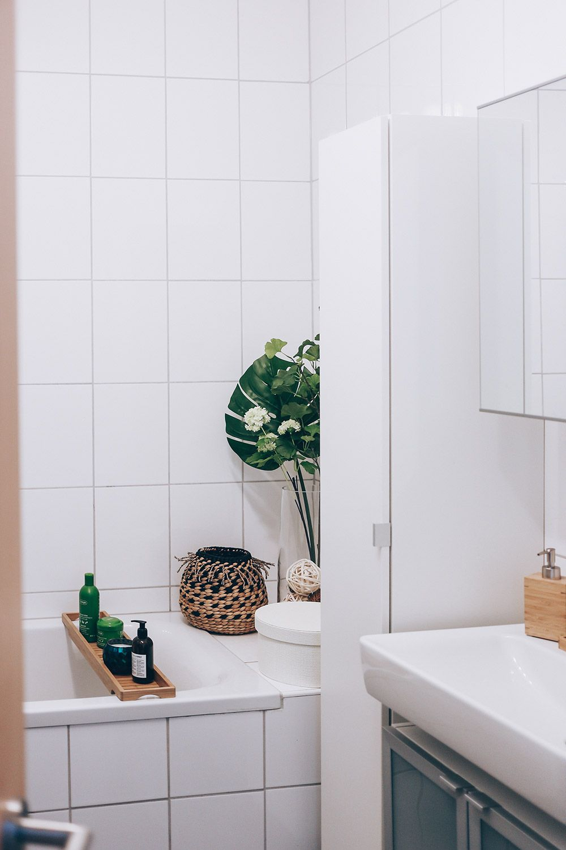 So Einfach Lasst Sich Ein Kleines Badezimmer Modern Gestalten In 2020 Badezimmer Ohne Fenster Kleine Badezimmer Kleine Badezimmer Design