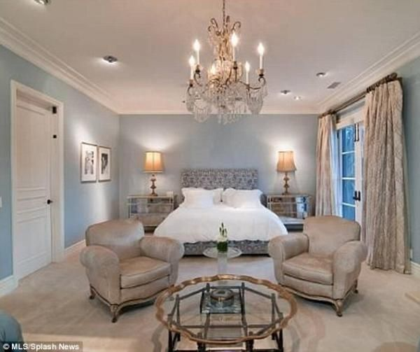 tori spelling bedroom