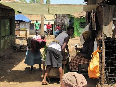 Kotina slummi. Arkisia puuhia Nairobin Kiberassa.