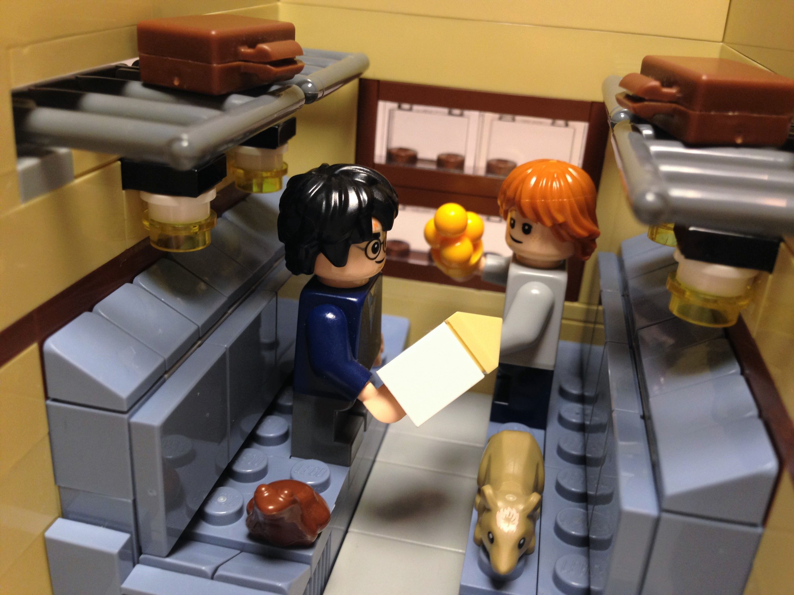 Hogwarts Express Cabin Scene Lego Harry Potter Moc Lego Harry Potter Lego Hogwarts