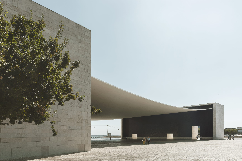 Portuguese National Pavilion Portugal 1995 98 By Alvaro Siza Vieira 3000x2000 In 2020 Architecture Beautiful Architecture City Architecture