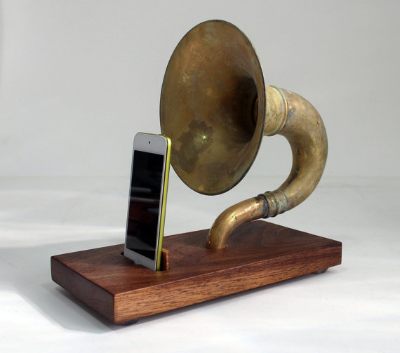 The horn a phone ihorn large brass acoustic speaker upright horn dock acoustic speaker system docking station walnut patina on etsy