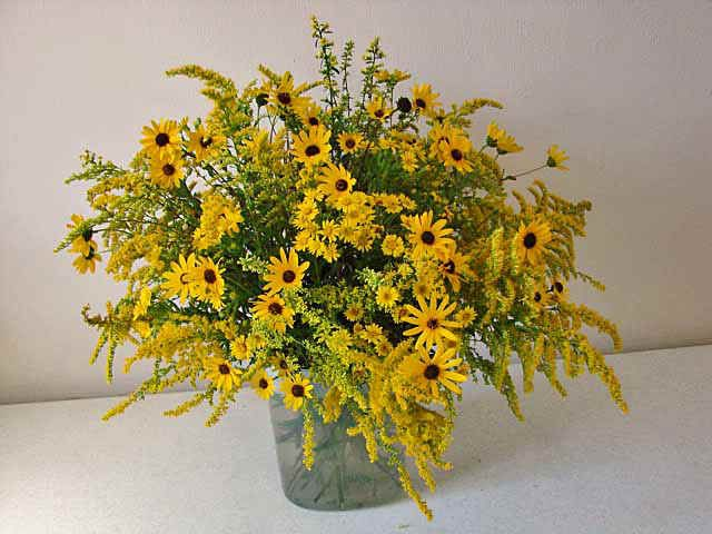 Goldenrod And Aster Bouquet Goldenrod Bloom July Through September In Mo Wild Flower Arrangements September Wedding Flowers Fall Flower Arrangements