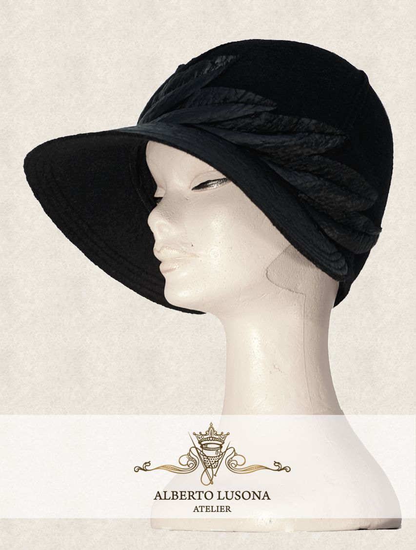 Alberto Lusona Fall/Winter Collection 2013 - Elegant black wool hat decorated with impermeable wool.  Elegant leafs follow the circumference of the hat and it has a brim of the same material. It is a unique design completely original. $120 #albertolusona #boiledwool #eleganthat #retrostyle #clochehat