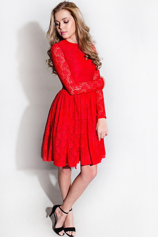 3ef48e783809 Dívčí a dámské společenské červené krajkové šaty nad kolena. Cena od 4799  Kč.
