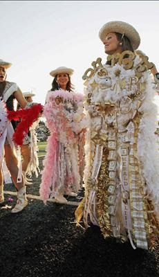 Everyday Treasures Fromthe Domestic Curator Legendary Homecoming Mum Ideas