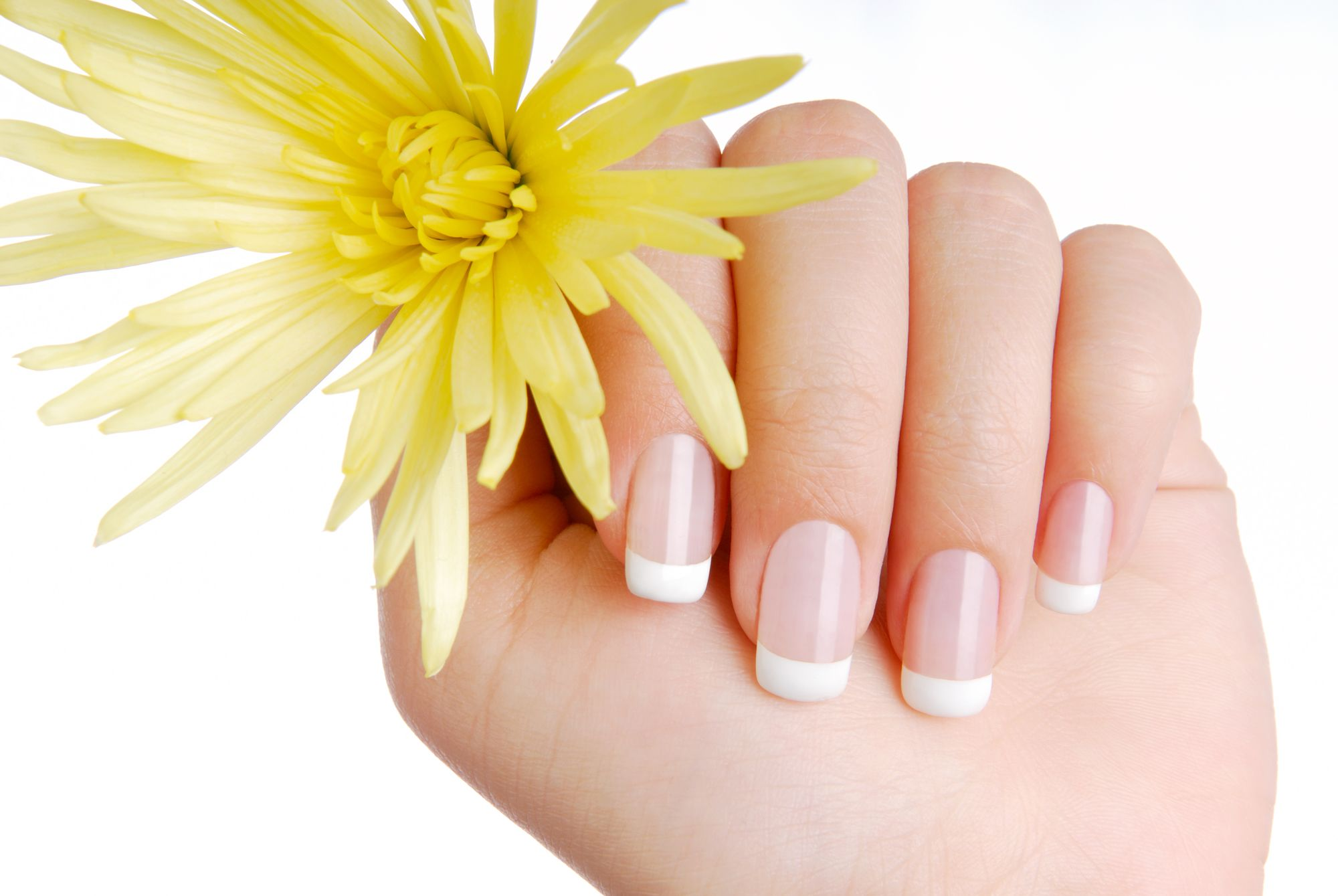 ¿Por qué se descaman nuestras uñas? Descubre sus causas y soluciones naturales