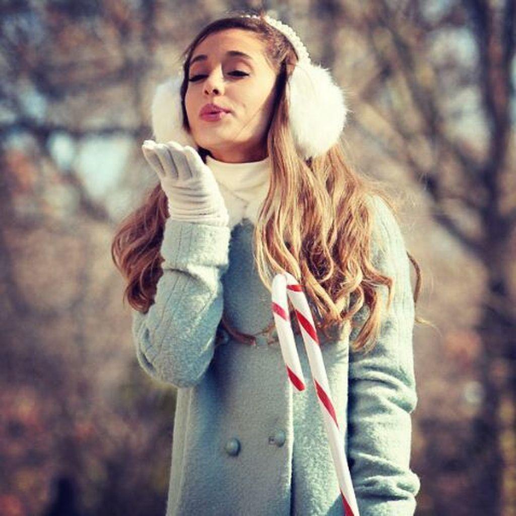 Ariana Grande Christmas Wallpaper: 43 Inspiring Chic Coat Winter Ideas