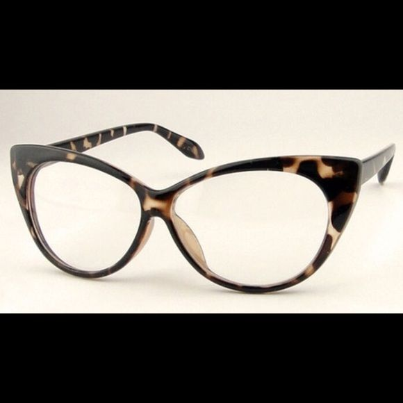 56463b62a321 Spotted while shopping on Poshmark  😘 LEOPARD PRINT CAT EYE FRAME GLASSES.😘 NWT !   poshmark  fashion  shopping  style  ThinkVintageOnline  Accessories