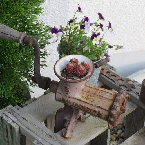 alte stühle als gartendeko | alte möbel für den garten: alte, Garten ideen