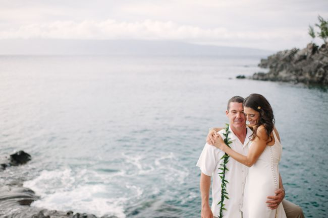 Relaxed Waters Edge Ceremony In Hawaii | See more on http://www.youmeantheworldtome.co.uk/real-wedding-relaxed-waters-edge-ceremony-in-hawaii/ Photography by Comfort Studio