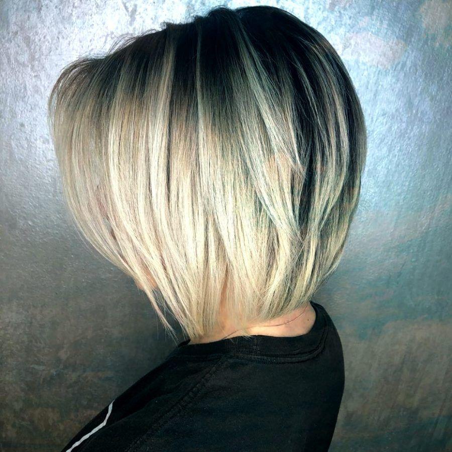 Blonder Stufig Schlusselbein Bob Blonde Tapered Bob Haarschnitt Bob Bob Frisur Haarschnitt