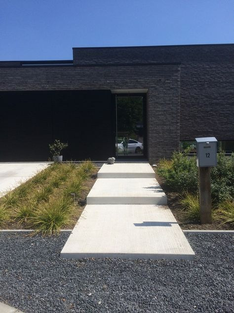 16 Enchanting Modern Entrance Designs That Boost The Appeal Of The Home: 25+ Simple And Small Front Yard Landscaping Ideas (Low Maintenance) (With Images)