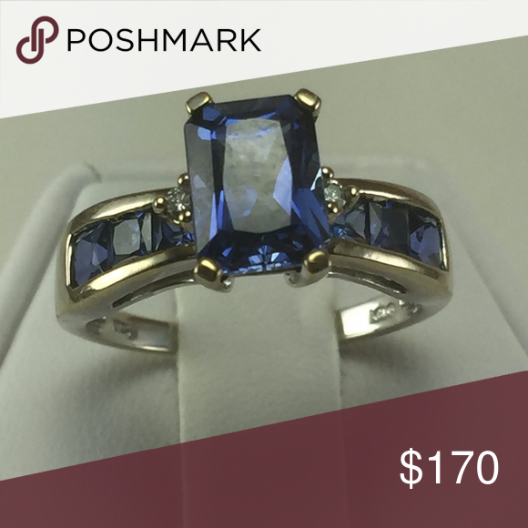 Stunning 10k White Gold Sapphire And Diamond Ring Boutique Ladies Diamond Rings White Gold White Gold Sapphire