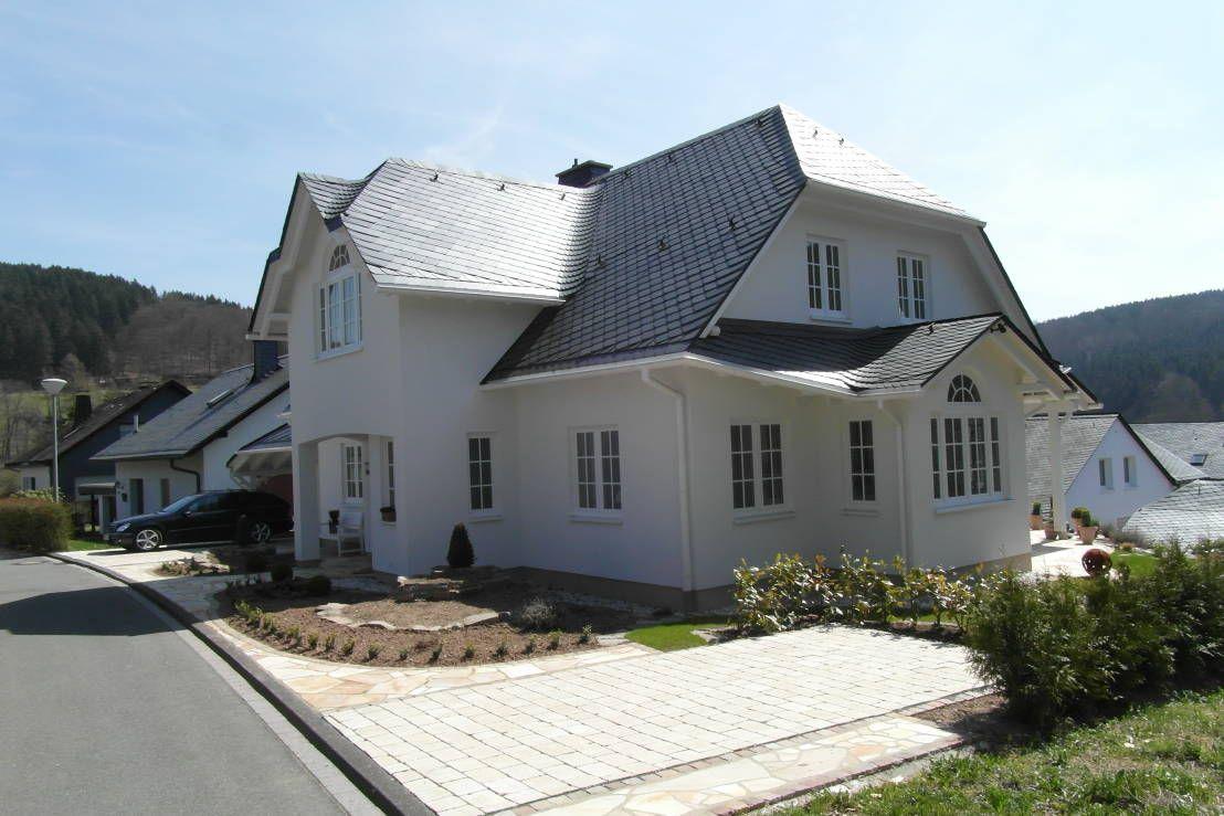 Ein Haus im Landhausstil mitten in Nordrhein-Westfalen? Diese Einfamilienhaus in Holzrahmenbauweise ist auf jeden Fall ein Blickfang!