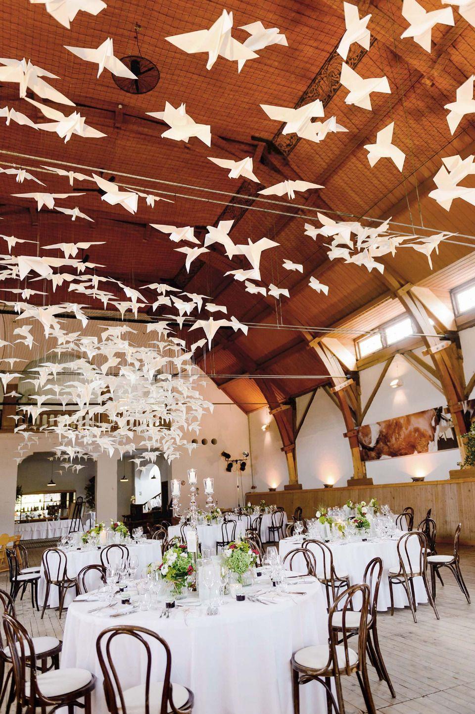 Eine Sommerhochzeit Mit Papier Vogelschwarm Als Besonderes Hochzeitssdetail Sommerhochzeit Hochzeitsdetails Origami Hochzeit