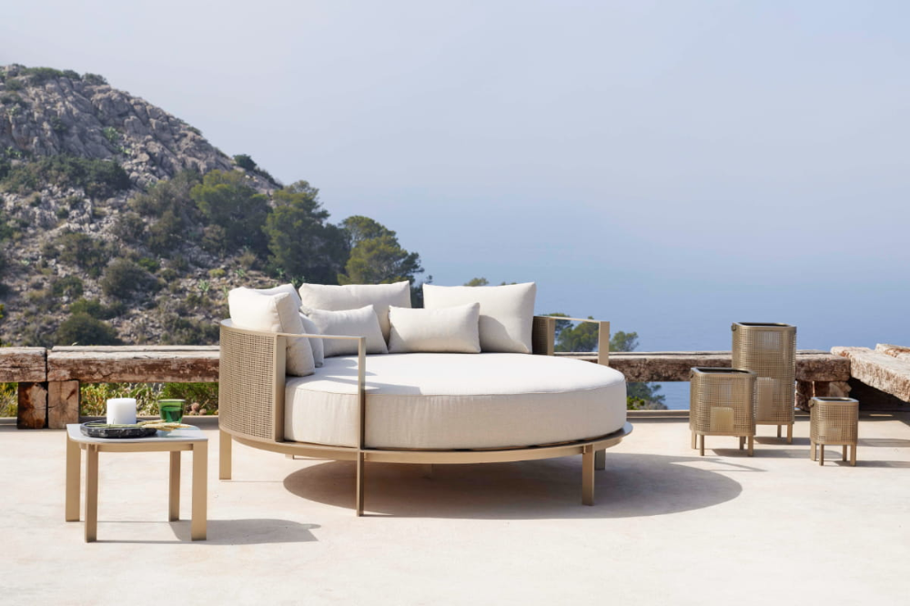 Best Luxury Outdoor Furniture Brands New 2020 List Update In 2020 Luxury Outdoor Furniture Outdoor Furniture Design Furniture Design #patio #furniture #in #living #room