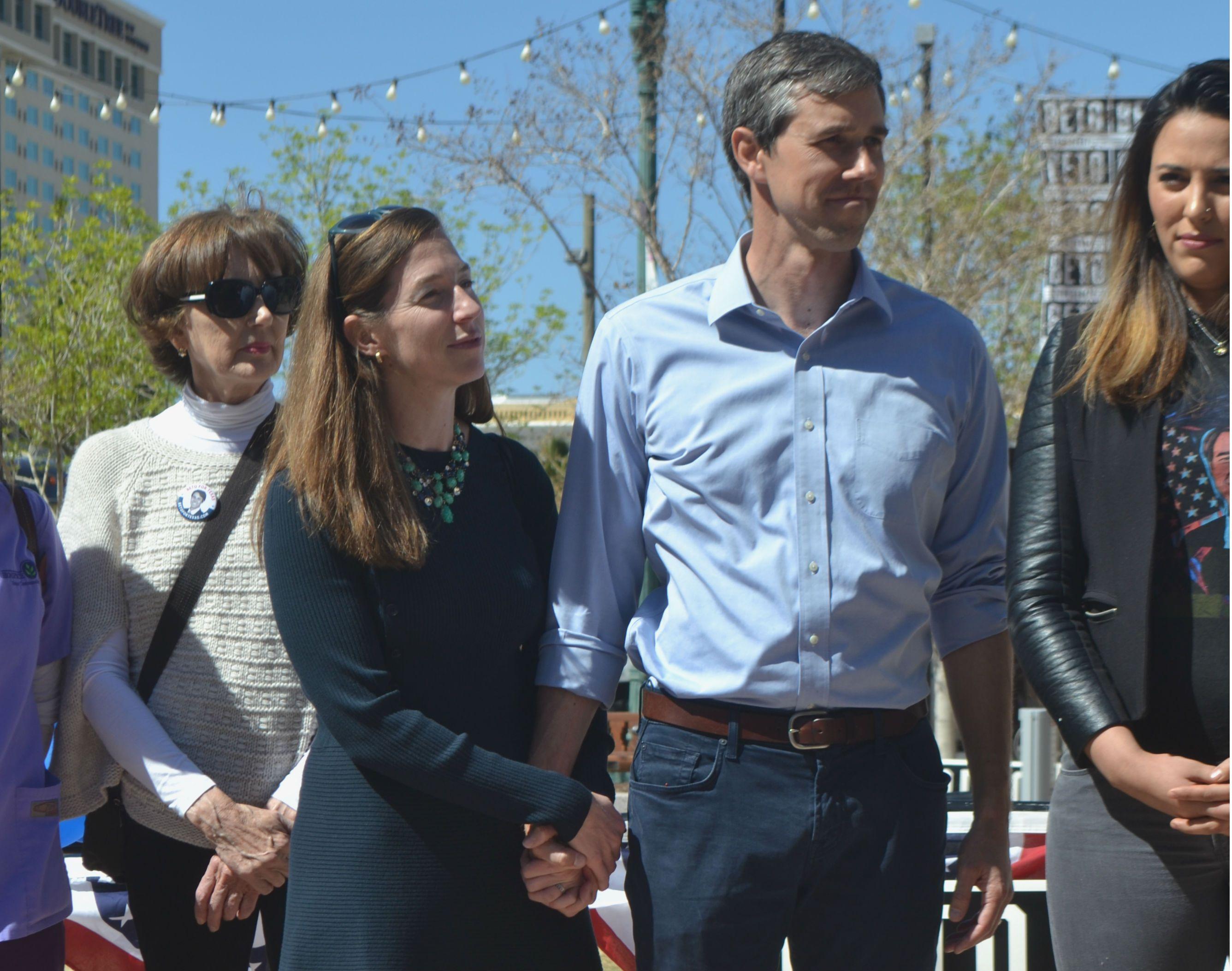 Beto O'Rourke is sharing some love to El Paso and his Wife during his San Jacinto Plaza campaign. #ElPaso #Vote #BetoORourke #SanJacintoPlaza #BetoForTexas #Texas #Politics