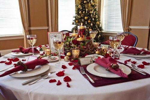 Beautiful Christmas wedding red table settings & Beautiful Christmas wedding red table settings | Christmas wedding ...