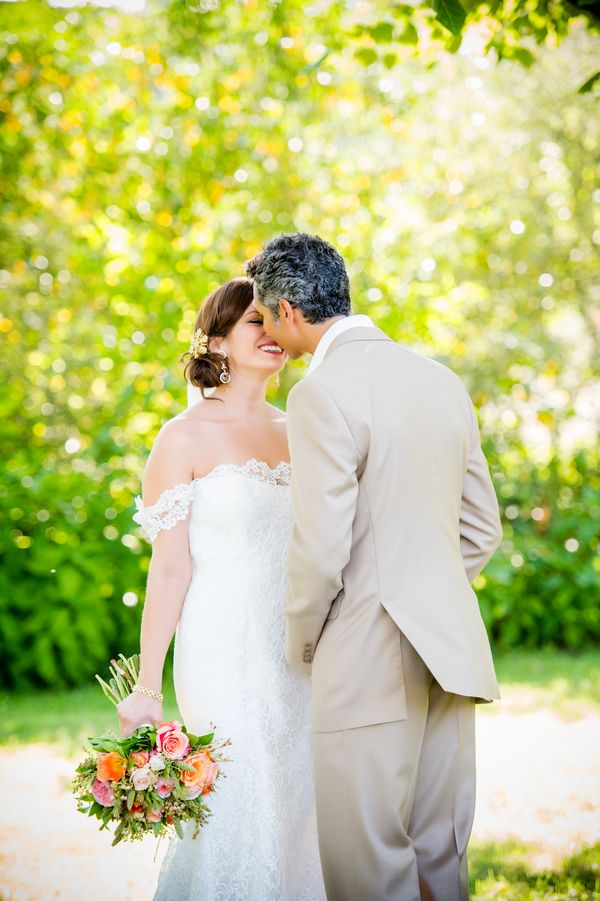 Romantic and Relaxed Summer Wedding  |  Julie Nicole Photography | Colorful and Classic Vineyard Wedding in Northern California
