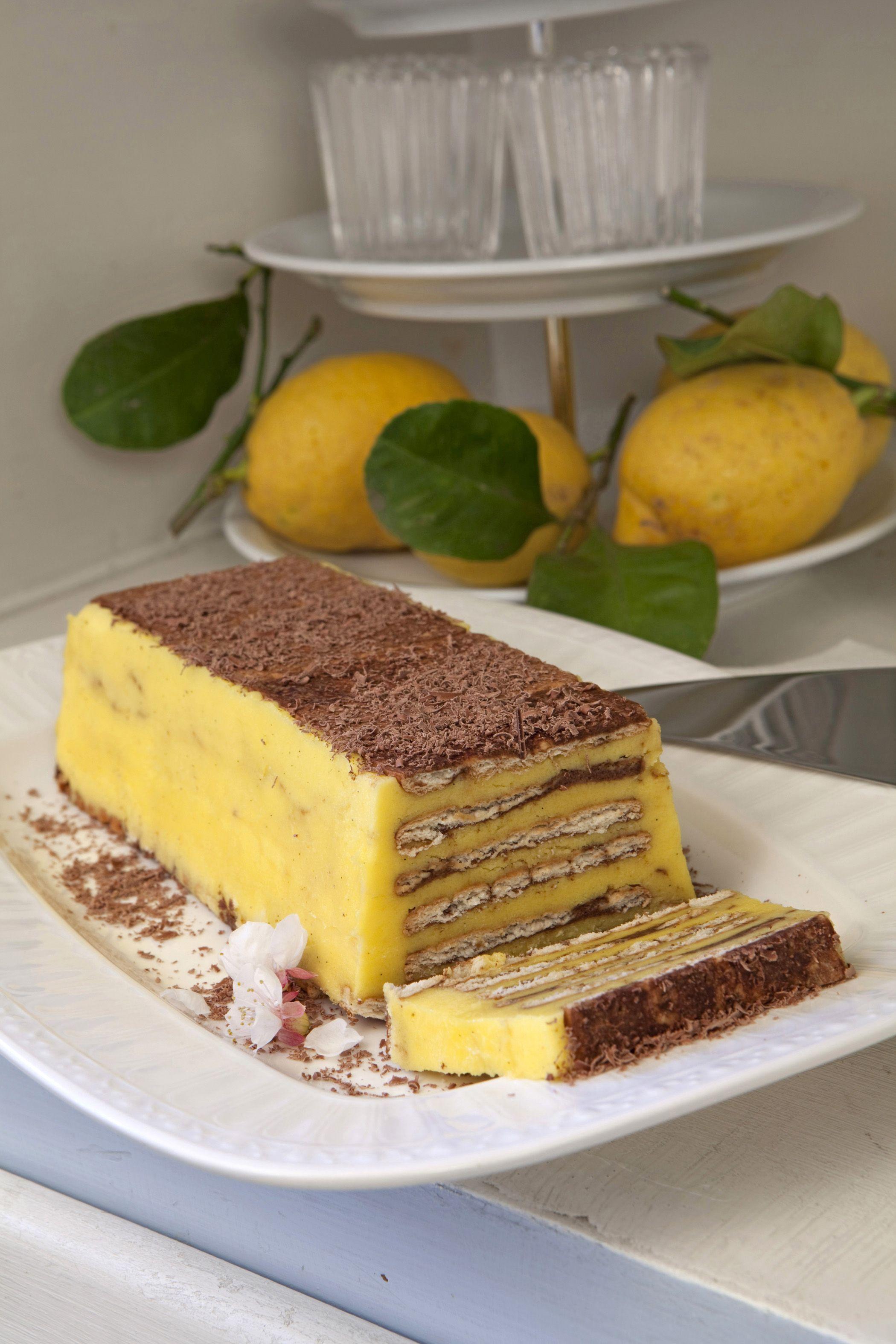 Un dolce consistente dai sapori decisi. Segui la ricetta di Sale&Pepe e scopri come preparare un semifreddo di biscotti con semplicità.