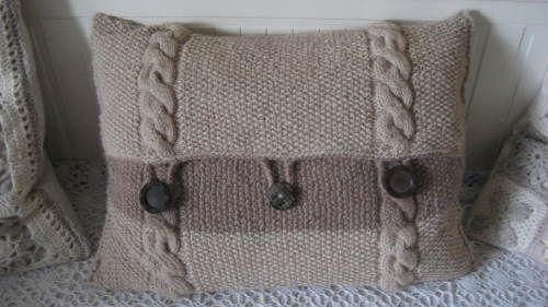 gestricktes kissen im landhausstil stricken pinterest knit pillow and craft. Black Bedroom Furniture Sets. Home Design Ideas